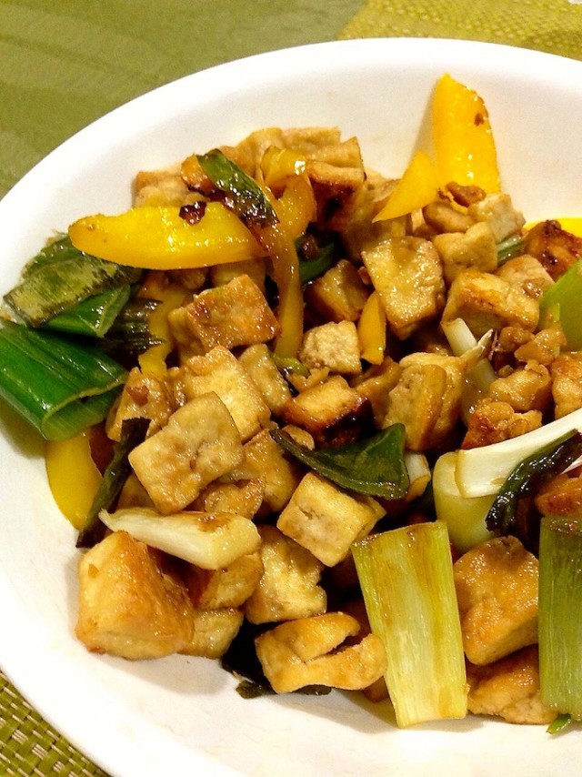 Stir-fry Tofu with Leeks and Bell Peppers