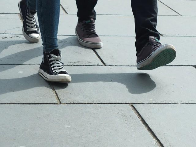 walking-454543_640