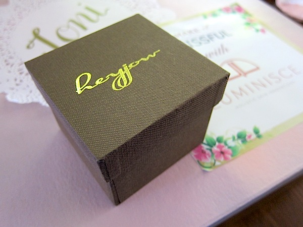 Very pretty branding! So feminine and charming.